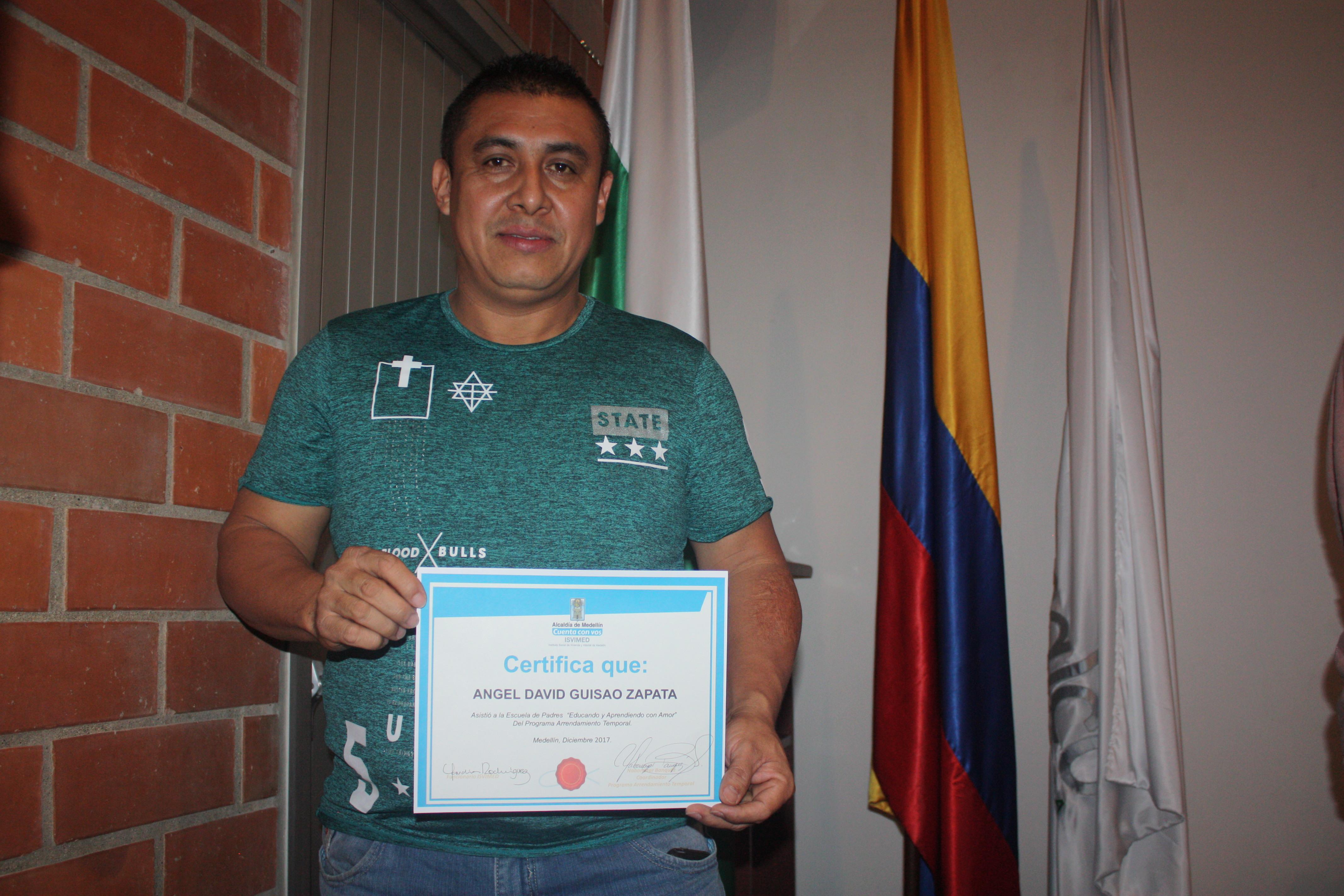 «Me siento orgulloso de Medellín por el apoyo que me ha brindado con mi vivienda»